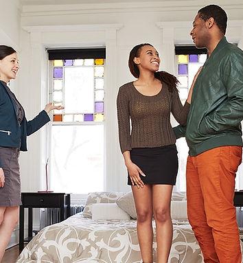 broker-showing-apartment-social.jpg