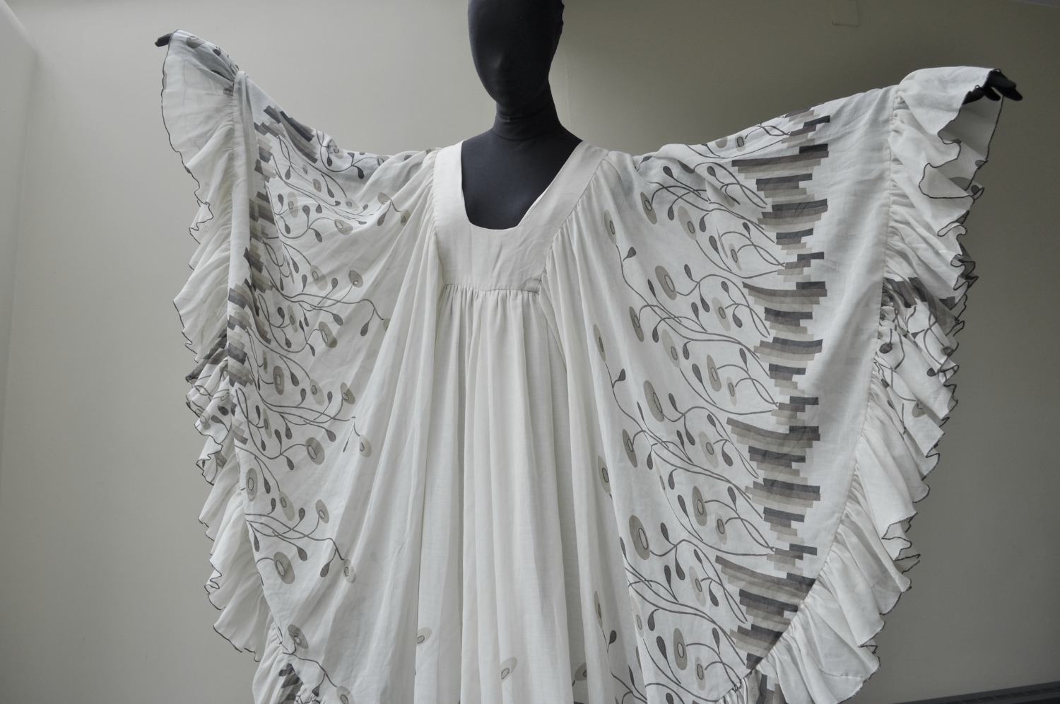 1970s Angel sleeve
