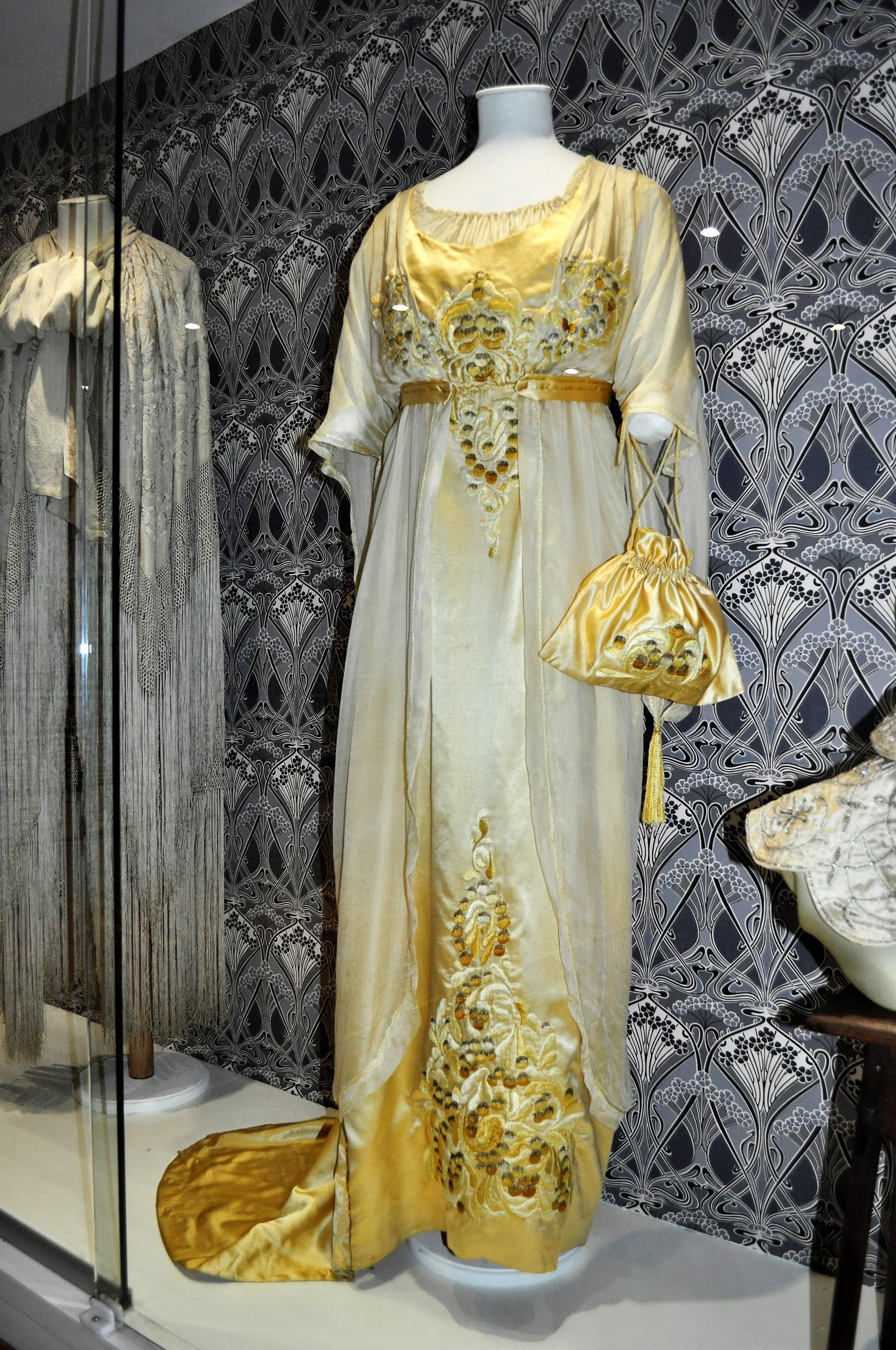 Liberty dress circa 1910