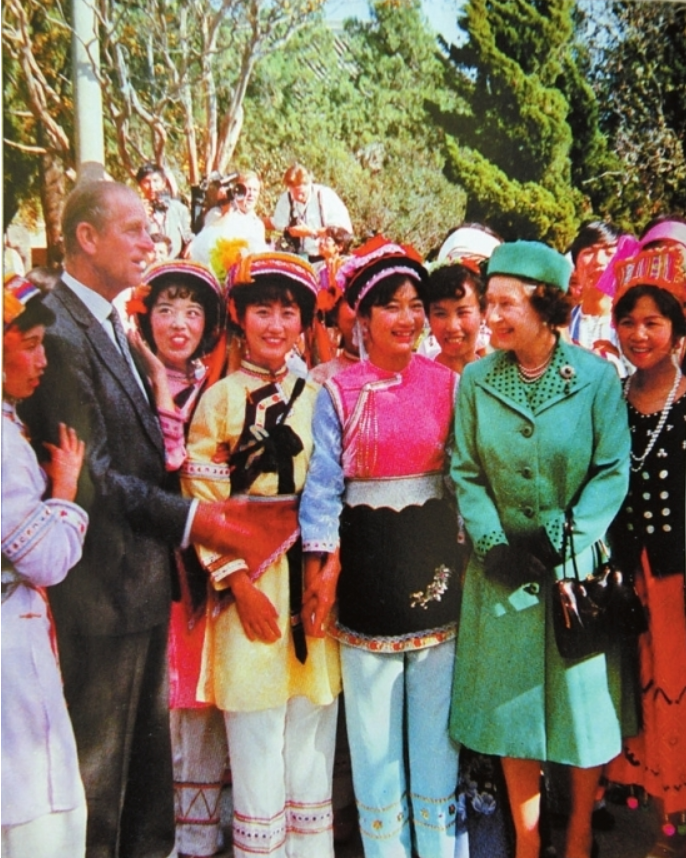 The Queen and Prince Philip talk with students from Yunnan Nationalities University