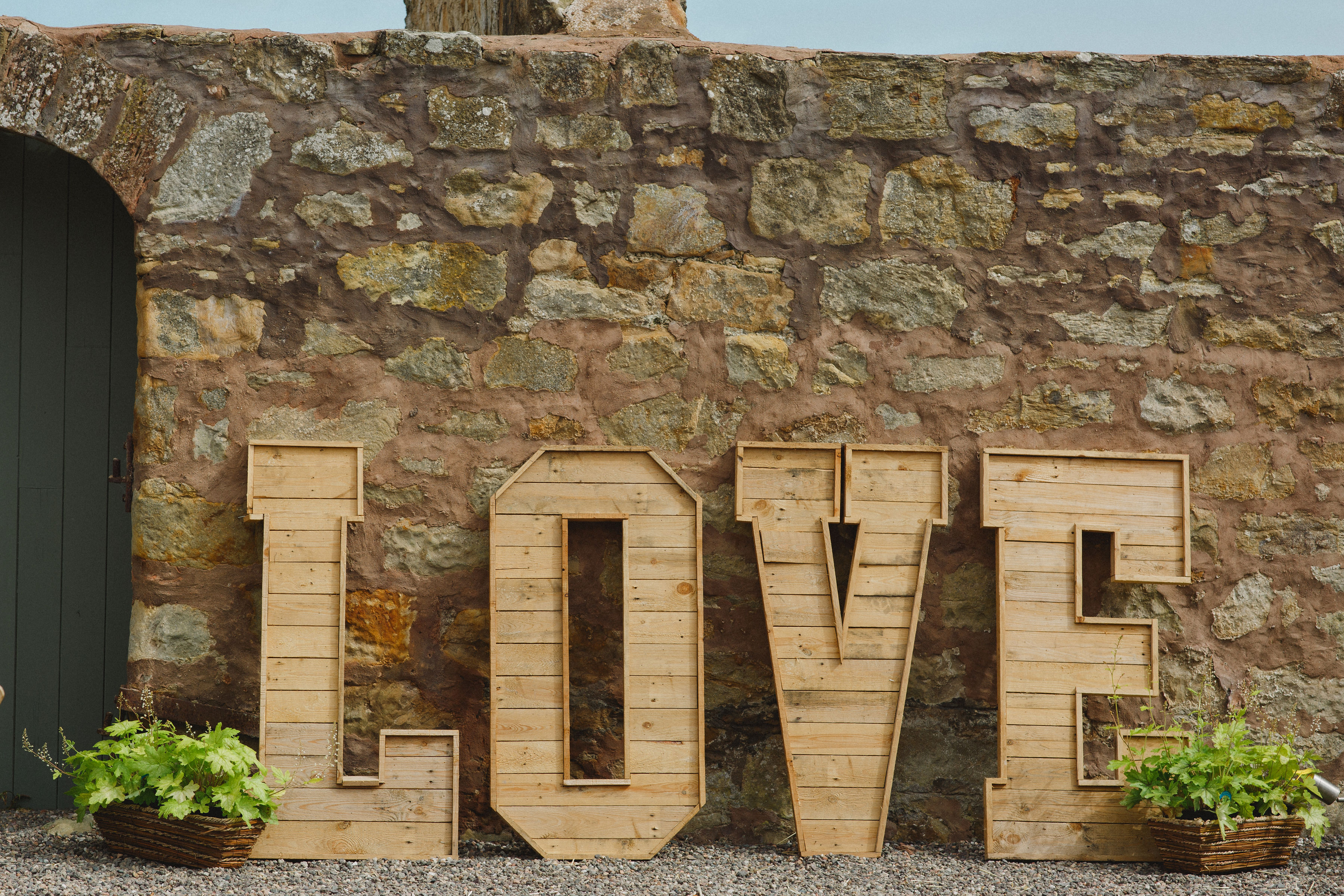 Dukes - love sign Iona and Callum