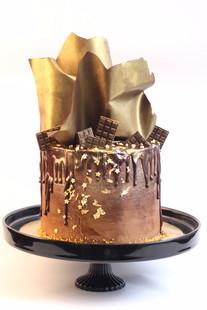 עוגת דריפ שוקולד וזהב