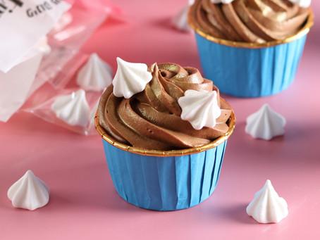 קאפקייקס שוקולד עם גנאש מוקצף ללא סוכר