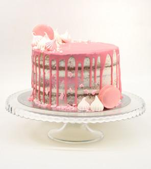 עוגה ״עירומה״ עם דריפ ורוד
