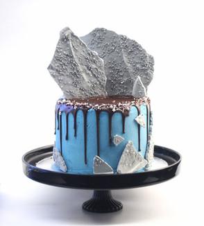 עוגת דריפ שוקולד תכלת ומרנג