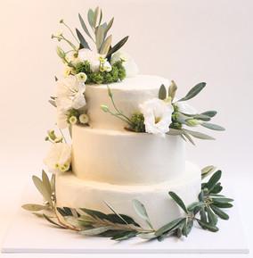עוגת 3 קומות עם עלי זית ופרחים