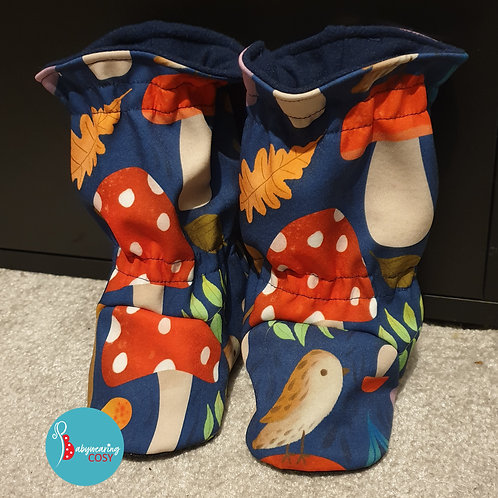 Mushies booties size 5 grippy sole