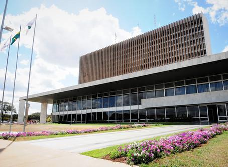 Oposição protocola mandado contra retomada das atividades no DF