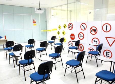Autoescolas poderão dar aulas remotas