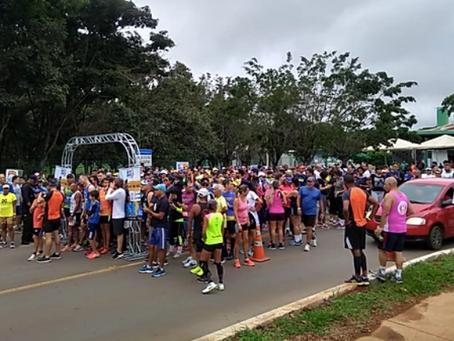 Atividades esportivas reúnem 400 pessoas no Parque dos Jequitibás