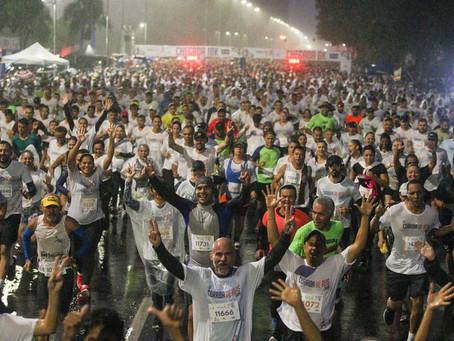 Debaixo de chuva, 50ª Corrida de Reis reúne mais de 20 mil pessoas