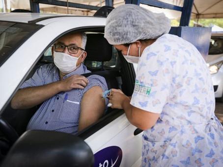 Mais de 24,3 mil pessoas recebem a primeira dose da vacina