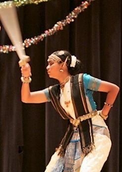 bharathanatyam sword fight 1.jpg