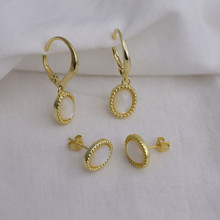 Sterling Silver Earring. Set with mother of Pearl. In Yellow Gold Plate
