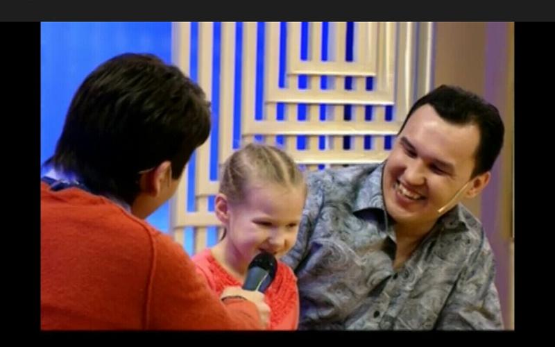 Эвника с папой-трениром ..png