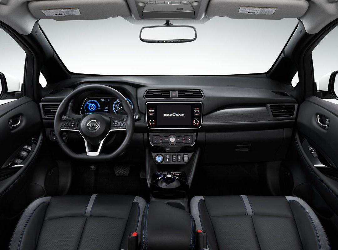 Nissan_LEAF_interior_overview.jpg