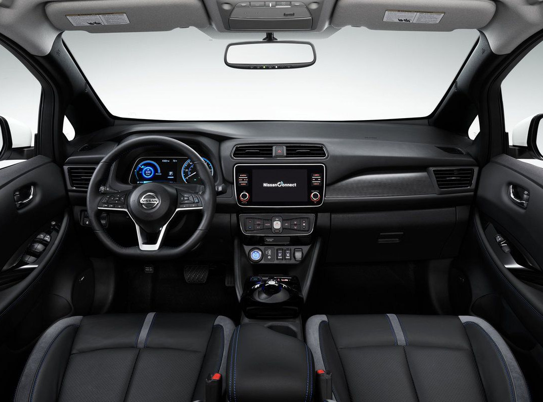 Nissan_LEAF_interior_overview.jpg
