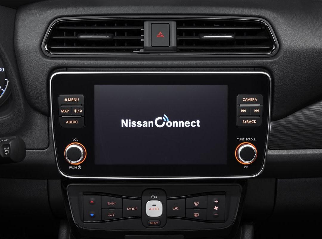 Nissan_LEAF_interior_studio.jpg