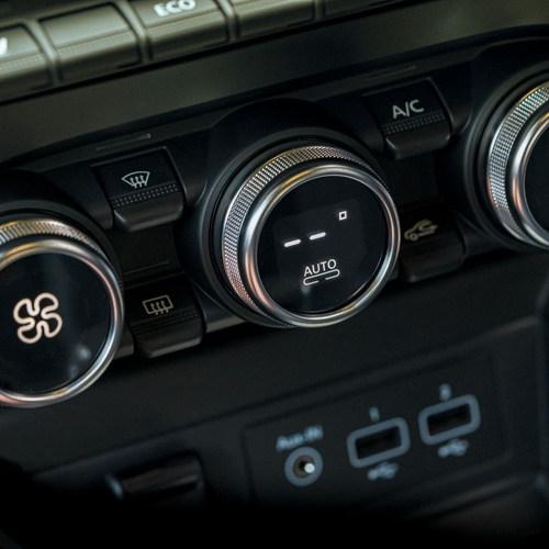 New_Renault_ZOE_Interior4.jpg