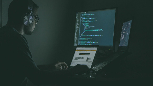 Which skills should a data scientist have?