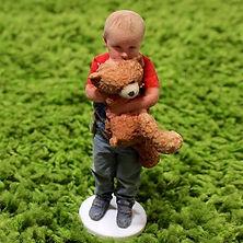 child-green-carpet-3d-printed-figurine-o