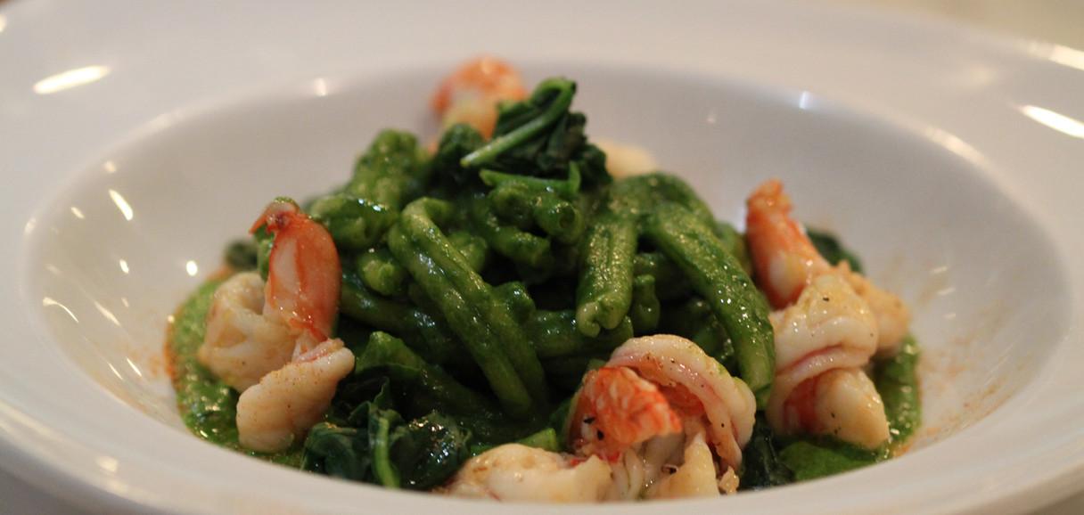 Pasta with spinach & prawns