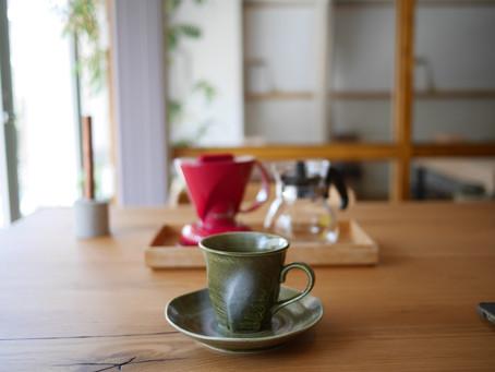 施術後のコーヒータイムにリラックス空間を準備中