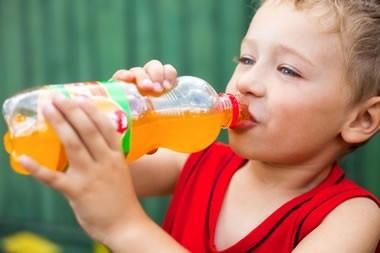 Quase 1/3 com menos de 2 anos bebe refrigerante, afirma IBGE
