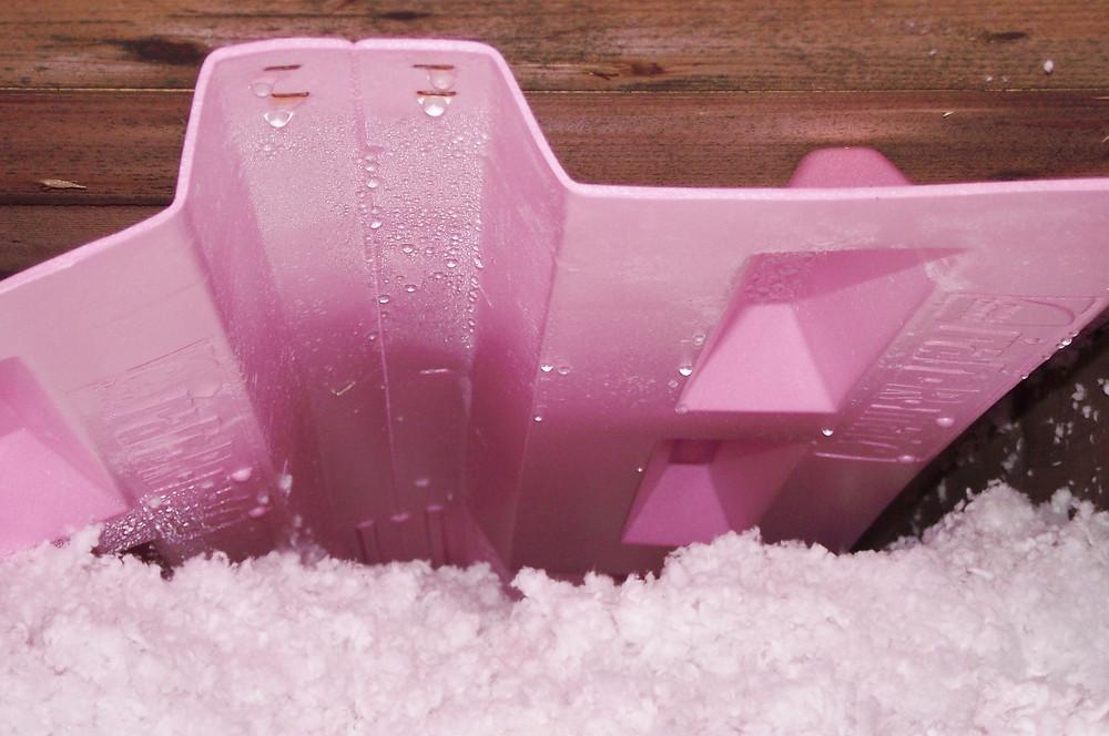 Condensation excessive causée par un manque de ventilation et de forte perte de chaleur.