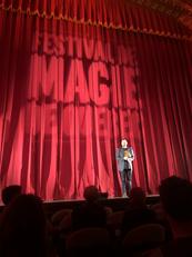 Animateur de la compétition de magie Michel Cailloux