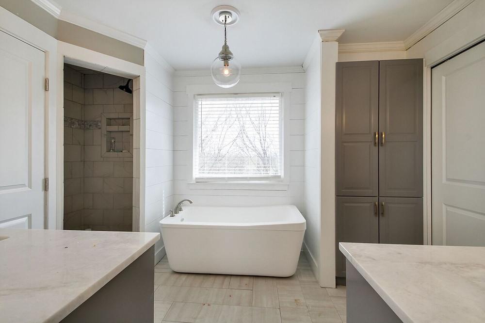 Property 1- Drop in tub