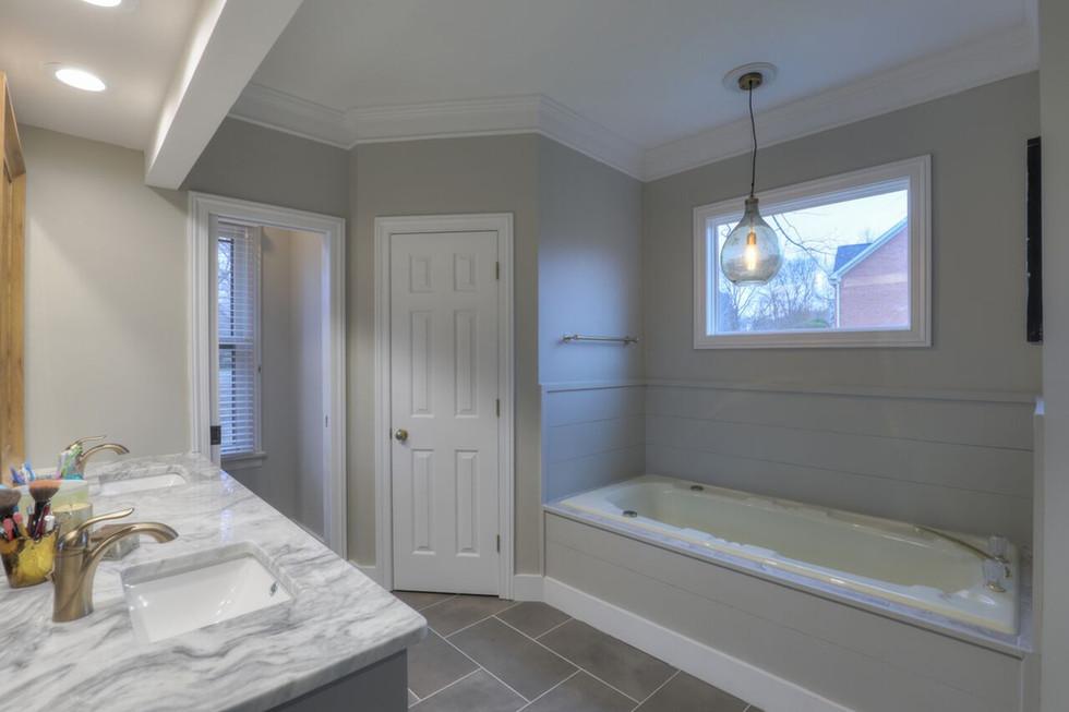 Five Master Bath Renovation Items Everyone Wants