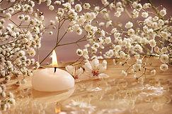 Herdenkingskaars, waxine lichtje met bloem, afscheid, kaars