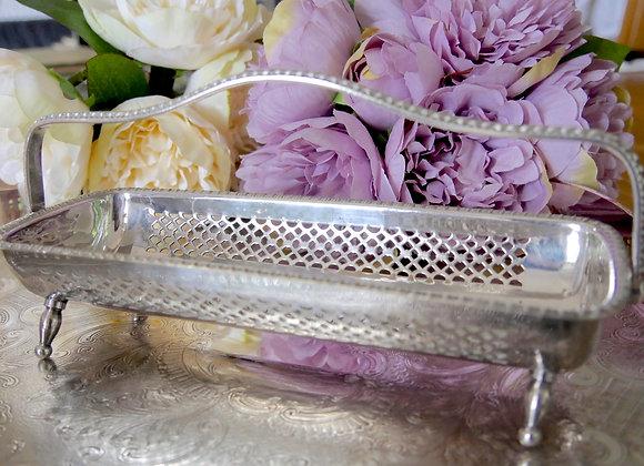 お値下げしました *送料無料* 手彫りのお花デザイン 持ち手取り外し可能 ビスケットトレイ シルバープレート