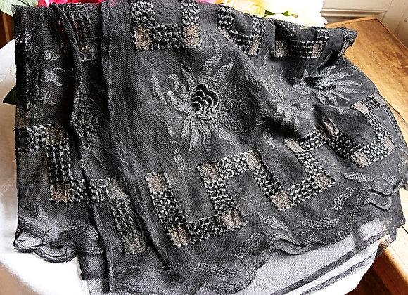 Sold *送料無料* エドワーディアン シルク刺繍 黒のチュールレース 肩掛けショール