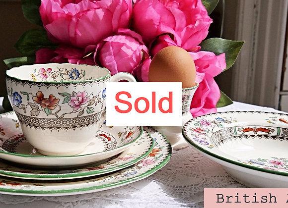 Sold *送料無料* コープランド(スポード)チャイニーズローズ ティーカップ&ソーサー 朝食セット