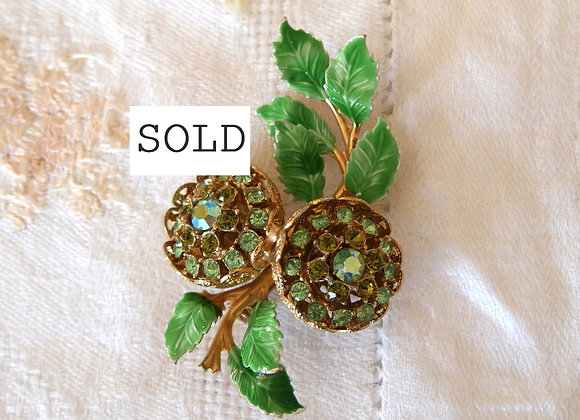 **Sold** *送料無料* 緑と白のデリケートなエナメル 春にぴったりな コスチューム ジュエリー ブローチ