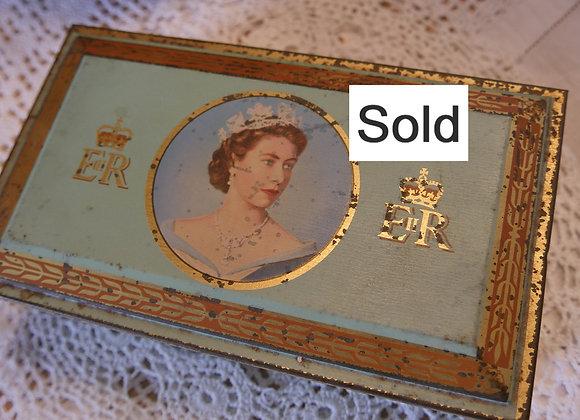 Sold *送料無料* エリザベス女王 戴冠記念 シガレットケース缶