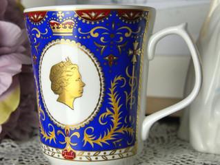 *新商品のご紹介* お茶の老舗 リントンズからロイヤルブルーが美しい エリザベス女王 80歳記念マグカップ