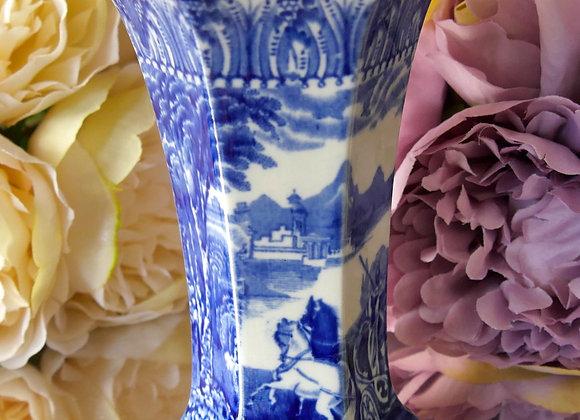 *送料無料* ロマンティックなブルー&ホワイト コウルドン チャリオットパターン 変形六角柱 ミニ花瓶
