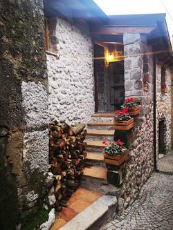 baita nel borgo esterno 1