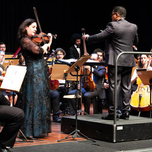 BETINA STEGMANN e Orquestra Sinfônica