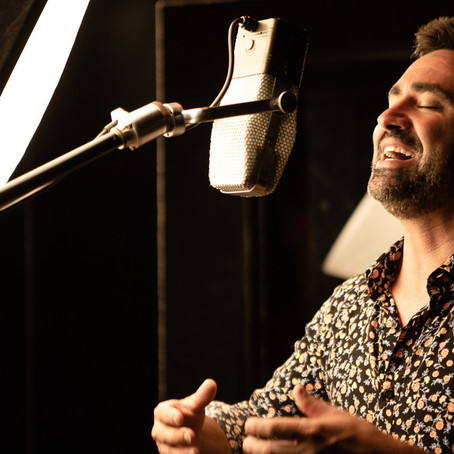 'Na Volta Que o Mundo Dá', novo disco de Mateus Sartori será lançado em um Cine Show Drive-in