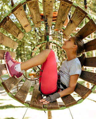 teens-in-equipment-climbs-in-rope-park-p