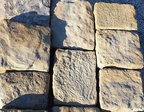 Pavimento in pietra arenaria AIA02