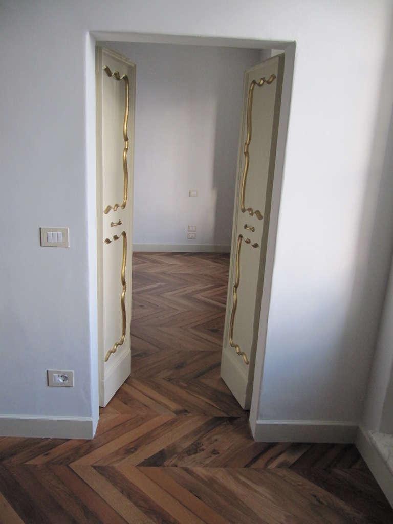 Pavimento e porta abitazione privata