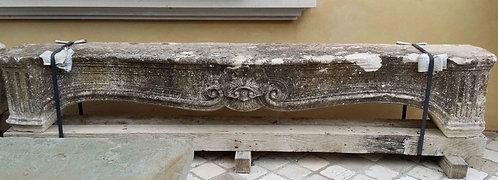Frontone camino in pietra FRON002