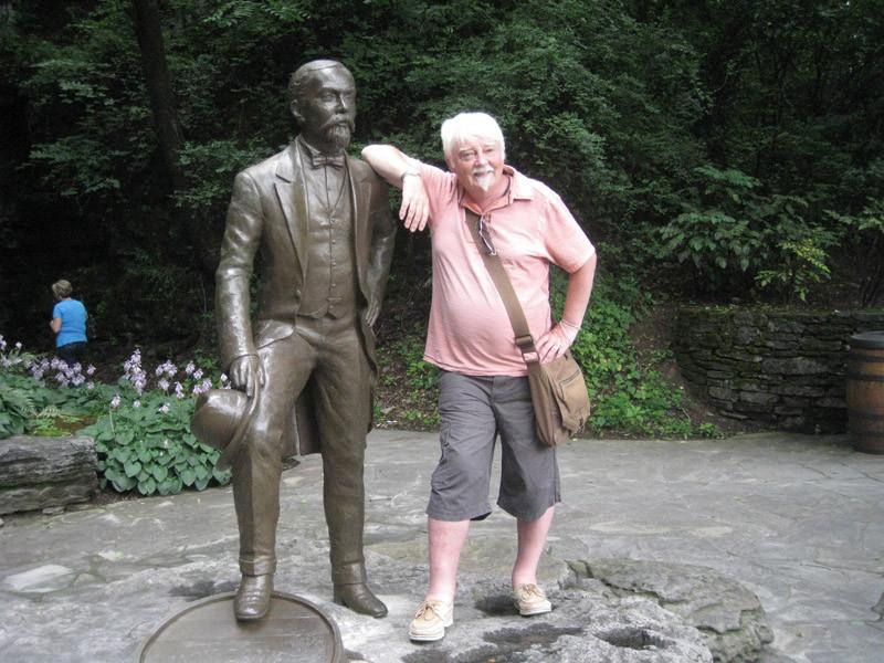 JD-statue.jpg