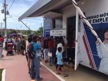 Unidad móvil de empleo Comfenalco en el barrio Huellas Alberto Uribe