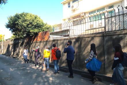 藝術家帶領參加者進行「聲音步行」